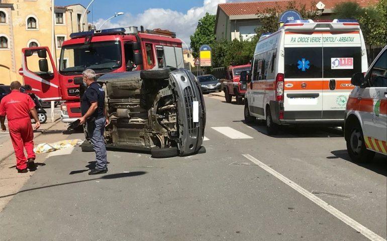 Tortolì, scontro fra due auto in pieno centro: feriti i due conducenti