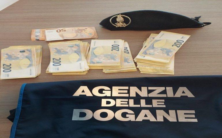 Sardegna, controlli aeroporto: scoperti 76mila euro non dichiarati