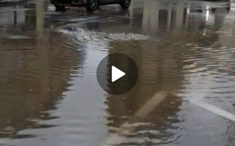 (VIDEO) Bomba d'acqua a Tortolì: si allagano le strade del centro