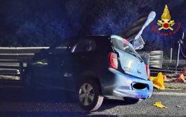 Perde il controllo dell'auto e si schianta sul guard rail: una donna in ospedale