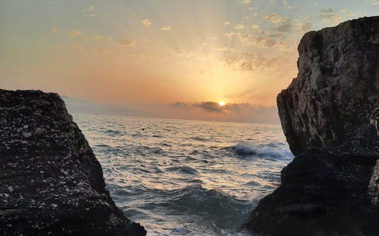 Le foto dei lettori. Una suggestiva e romantica alba a Cala Mariolu