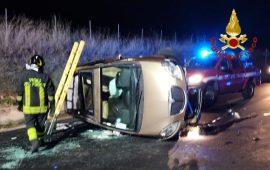 Oliena, auto esce di strada e si ribalta: conducente ferita e incastrata nel mezzo