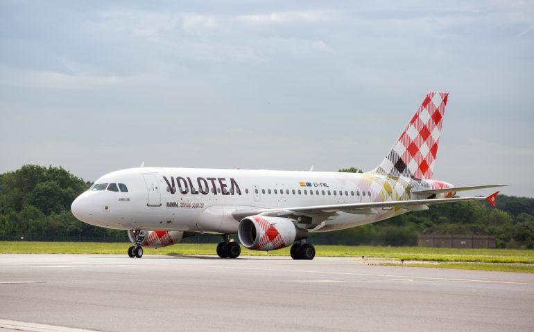 Continuità aerea: in vendita i biglietti sul sito di Volotea, ma manca chiarezza sui servizi inclusi