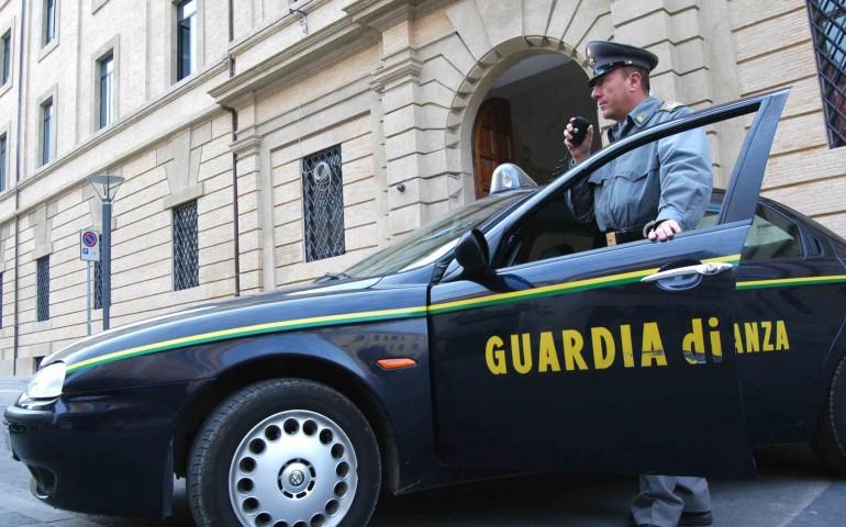 """Siniscola, la Polizia Locale rilascia autorizzazioni """"arbitrariamente"""" agli ambulanti. Smascherati dalla Finanza"""
