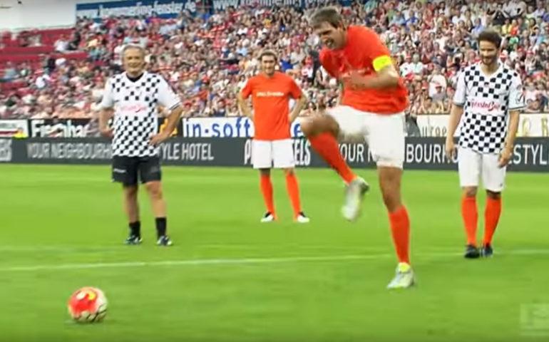 Dirk Nowitzki batte un rigore... alla Zaza. Che disastro