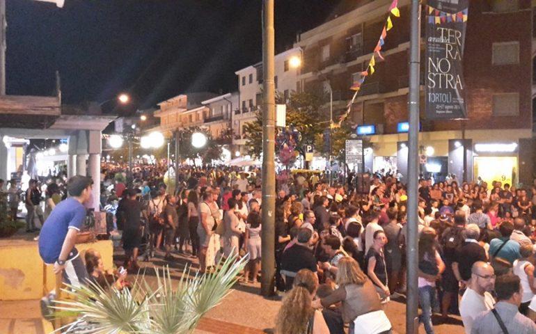 Migliaia di persone invadono il centro tortoliese: gran finale ieri sera per le Notti Bianche