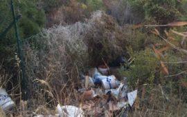 Tortolì, le strade verso che portano al mare invase dai rifiuti
