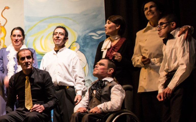 """Teatro senza barriere: Luca Lai e la forza del palcoscenico. Il suo avventuroso viaggio nella terra dei """"Migranti"""""""