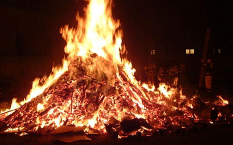 """Baunei, anche quest'anno si ripete la magia del rito del fuoco di Sant'Antonio """"Su fogone"""""""