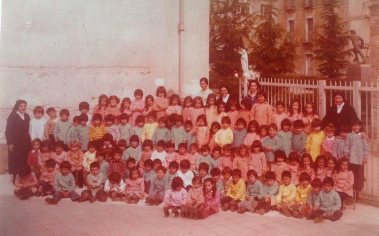 Come eravamo. Anno scolastico 1976-77: tanti piccoli scolari di Baunei in posa