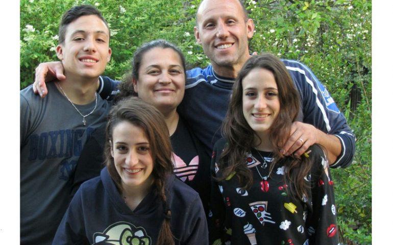 Genitori d'Ogliastra. La storia di Alessandra, madre orgogliosa di tre gemelli