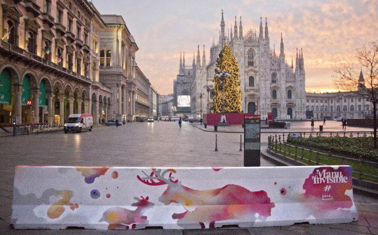 La street art di Manu Invisible per decorare e 'proteggere' Piazza Duomo a Milano