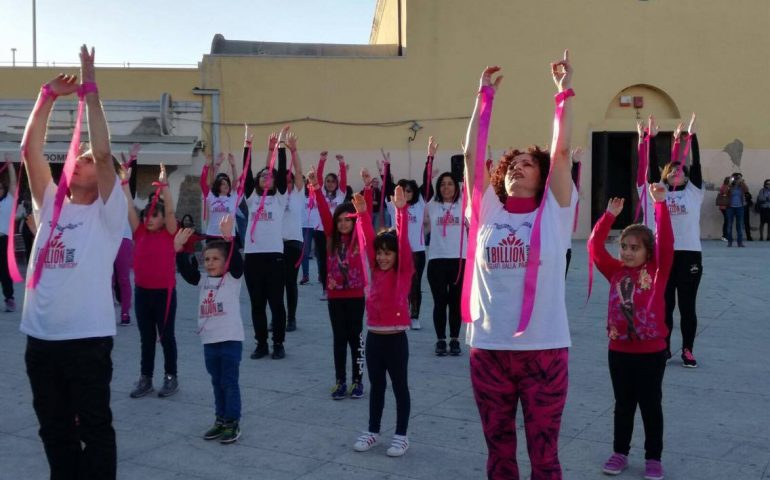 One Billion Rising 2017: un flashmob per dire no alla violenza sulle donne (VIDEO all'interno)