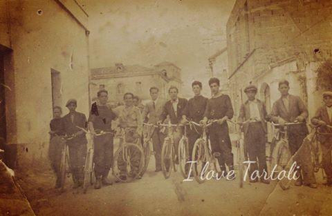 Come eravamo. La passione dei tortoliesi per la bicicletta affonda le radici nel passato