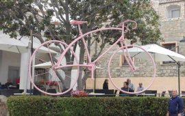 La fotonotizia. Anche Lotzorai si tinge di rosa per il Giro d'Italia