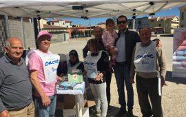 La fotonotizia. Gli amici dell'Anteas in piazza a Tortolì per sostenere la ricerca