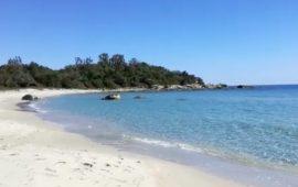 Il video. Spiaggia deserta e cielo azzurro. Mattinata di relax a Foxilioni, Tortolì