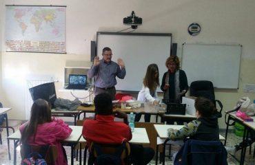 Una lezione del progetto di educazione ambientale con gli studenti)