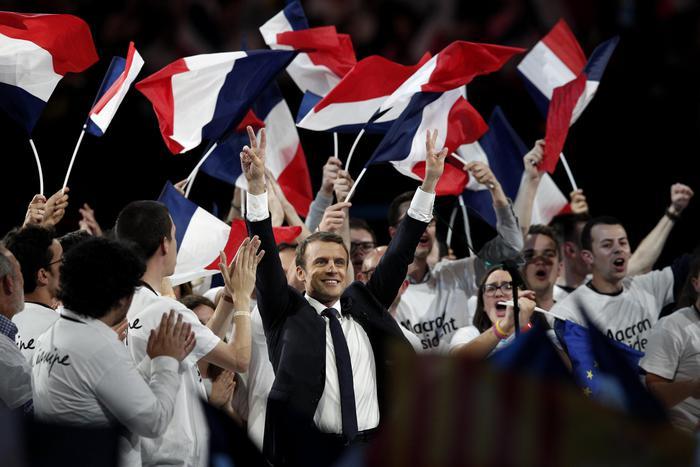 Macron, nuovo presidente francese, oggi all'Eliseo per il passaggio di potere