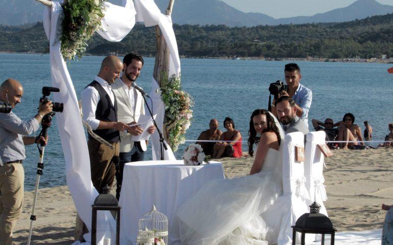 """Roger e Natalie hanno detto """"Sì, lo voglio"""" nella bellissima spiaggia di Basaura"""