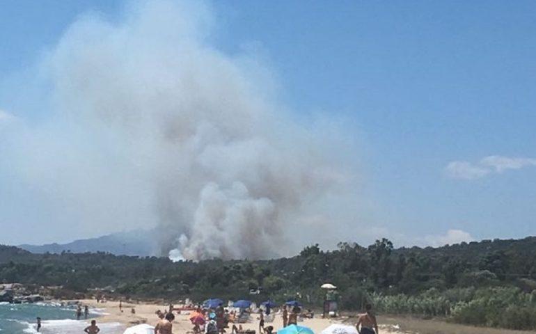 Ancora incendi in Ogliastra: Cea in fiamme, elicotteri antincendio in azione