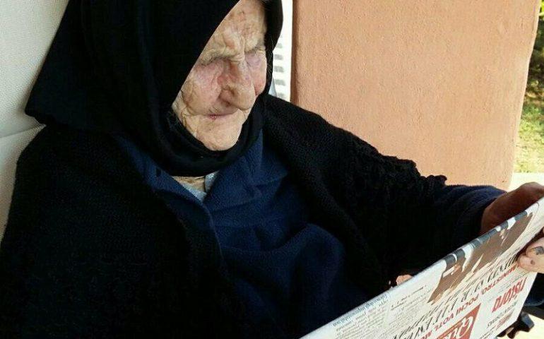 Villagrande, il racconto di zia Giacobba, 105 anni e una grande passione per la lettura