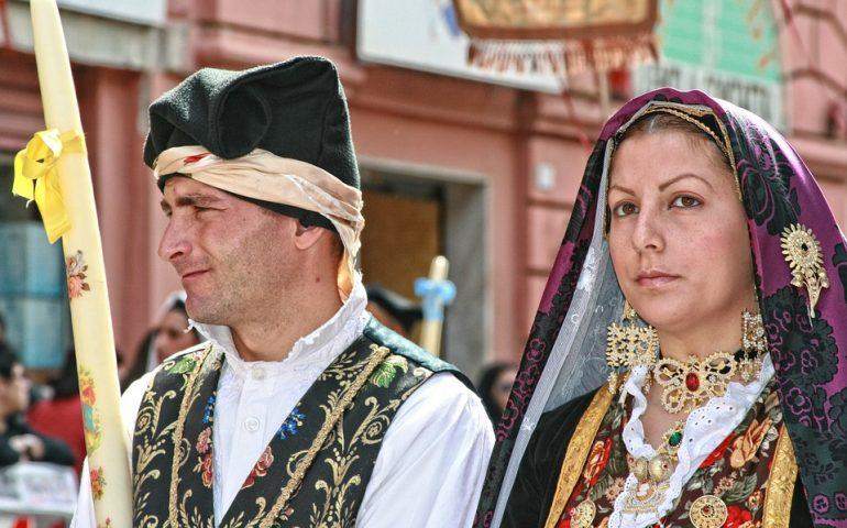 Folklore, magia e tradizione: il bottone sardo, gioiello simbolo di fertilità ed eccellenza dell' artigianato made in Sardegna