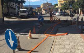 Lavori posa fibra ottica nel Corso Umberto, divieto di sosta ed eventuale sospensione del traffico
