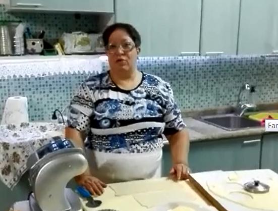 Come preparare le Sebadas villagrandesi? Fiora Contu ce lo spiega in questo video-tutorial