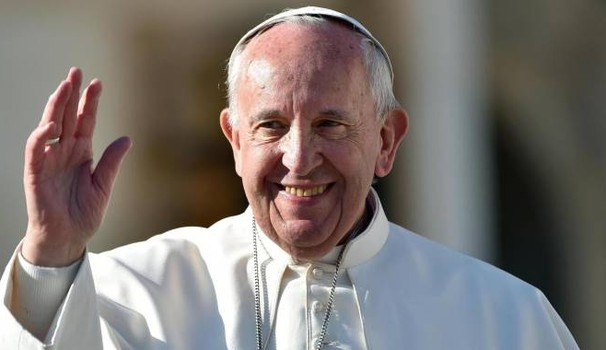 Papa Francesco compie oggi 81 anni. Gli auguri e la torta speciale