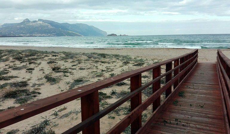 """Le foto dei lettori. La via del mare a """"La Capannina"""" di Arbatax"""