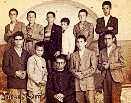 Come Eravamo. Padre Virgilio Mirto, con i giovani aspiranti missionari, nell' Ex- Seminario di Tortolì (1946)