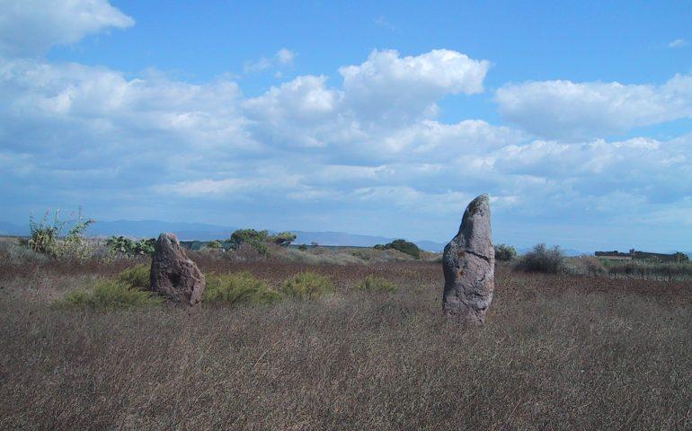 La leggenda sarda di San Valentino: vicino all'isola di Sant'Antioco due innamorati vennero tramutati in Menhir, Su Para e Sa Mongia