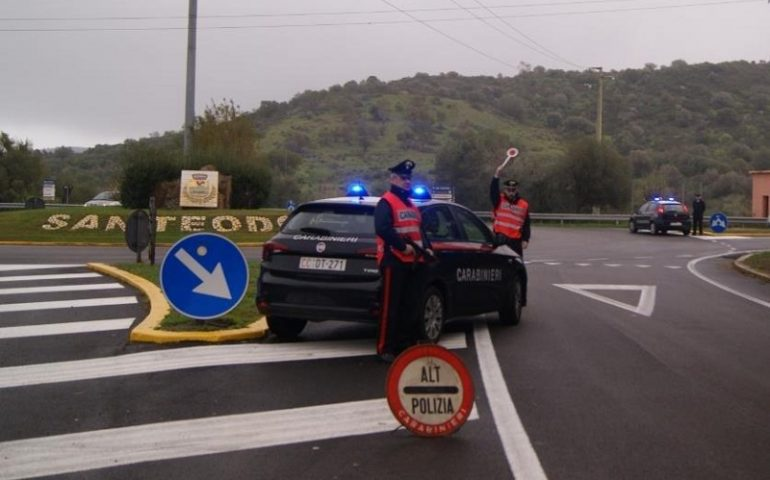 Controlli dei Carabinieri sulle strade della Baronia, denunce per guida in stato di ebbrezza, patenti ritirate e sequestro di droga