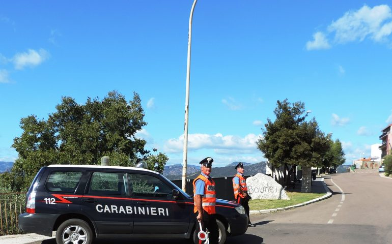 Picchia e insulta la compagna, arrestato operaio 49enne di Baunei