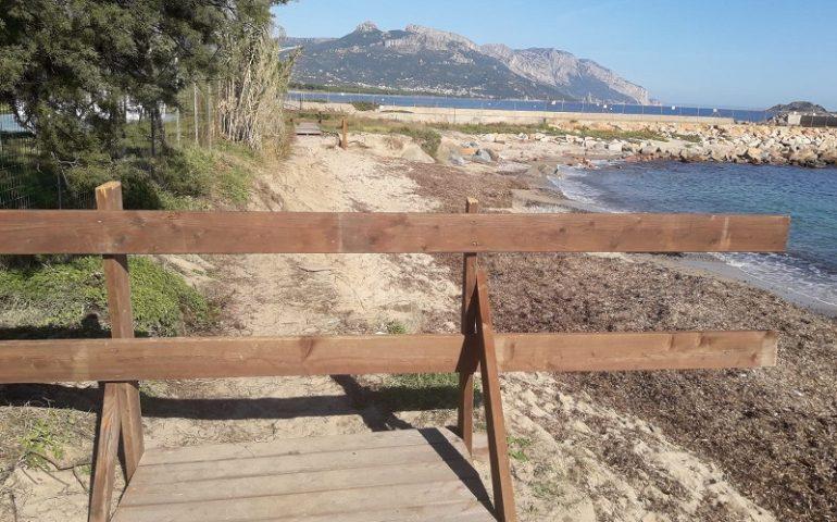 Spiaggia La Capannina, Arbatax. Transennata la passerella anti erosione