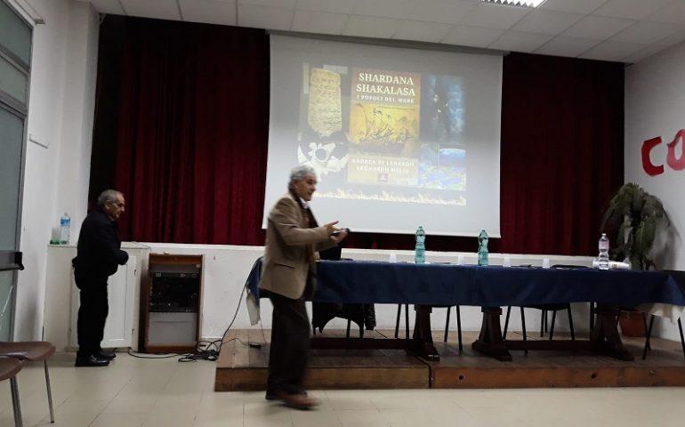 """Villagrande, convegno """"Dai nuraghi agli Shardana"""": gli antichi popoli del mare spiegati dallo storico Leonardo Melis"""