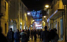 """(FOTO) """"Aspettando il Natale"""" a Tortolì, buona la prima. Chiai: «Soddisfatti per questa prima serata, vi aspettiamo il 15»"""