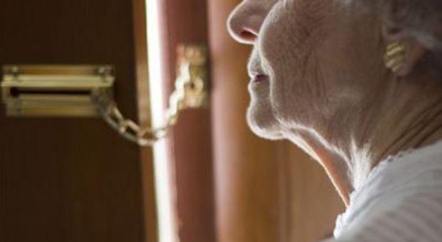 90 anni e non sentirli: nonnina tabaccaia mette in fuga ladro con le urla. Il Sindaco: «Cittadina esemplare»