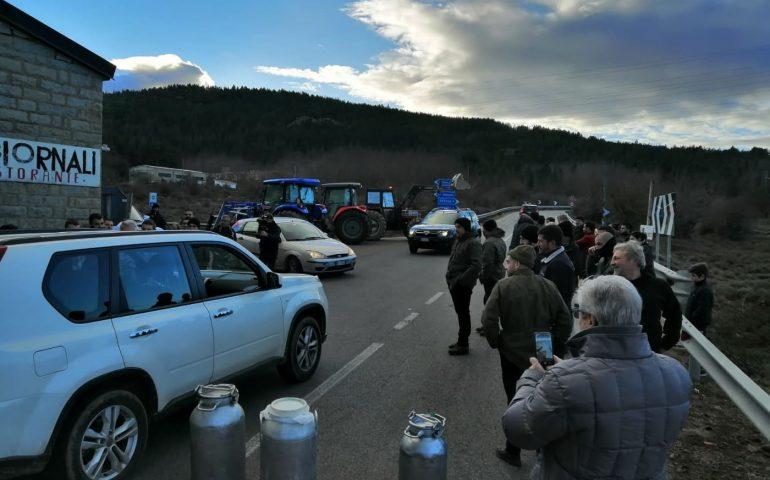 Inarrestabile la protesta dei pastori anche in Ogliastra: la battaglia bianca stamattina a Villagrande