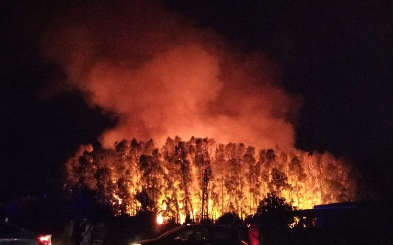 Incendio a Tortolì: si lavora per domare le fiamme