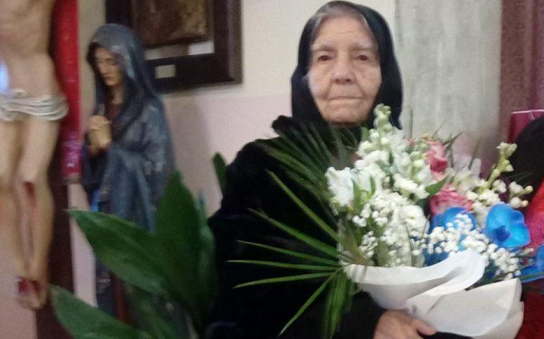 (FOTO) Jerzu festeggia i cento anni di vita di Tzia Maria Laconi