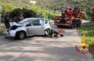 80enne finisce fuori strada con la sua auto. Anziano soccorso dal 118