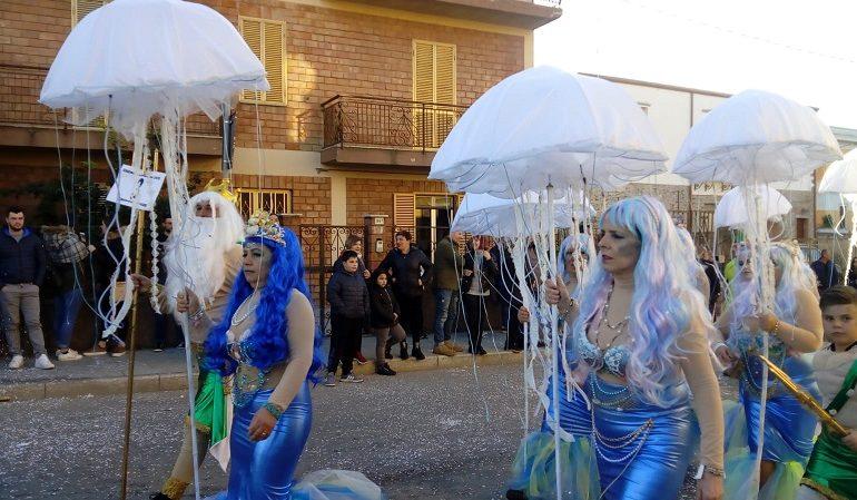 """Bagno di folla per la serata di apertura del """"Carnevale Bariese"""""""