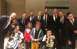 (FOTO) Il cuore grande dei campioni della Juve per i sorrisi dei piccoli Fabio e Alessio