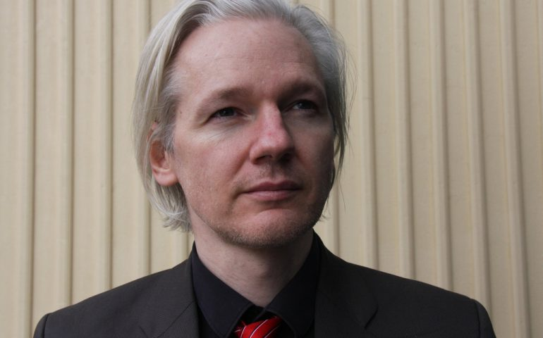 Il fondatore di WikiLeaks Julian Assange è stato arrestato a Londra