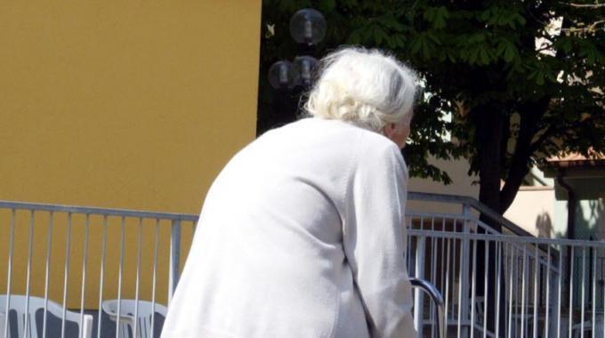 Francia, donna di 102 anni uccide brutalmente la vicina di camera