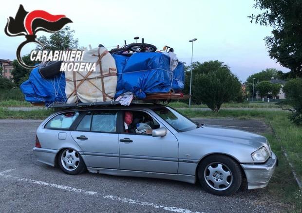 Traslochi estremi. Da Bari a Savona con una camera da letto in auto: ritirati patente e libretto