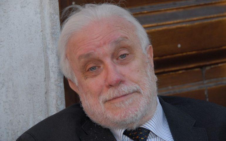 È morto Luciano De Crescenzo. Lo scrittore, attore e regista aveva 90 anni