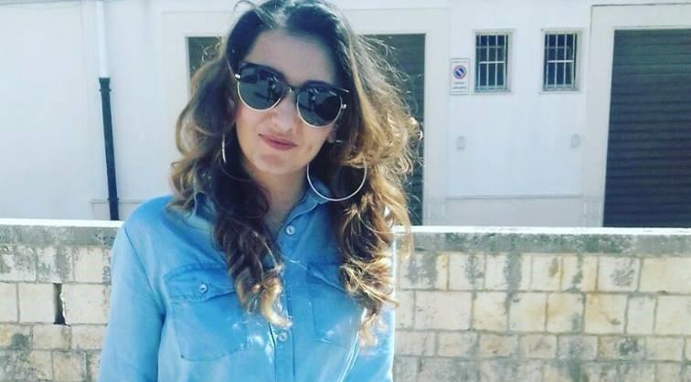 Sicilia: esce dal ristorante per buttare l'immondizia e viene falciata da un'auto. Muore giovane mamma. Il conducente era drogato